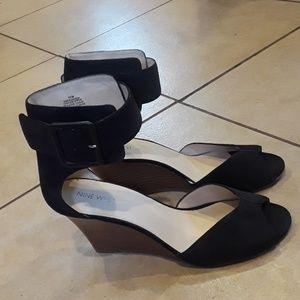 Nine West Size 10 peep toes heels